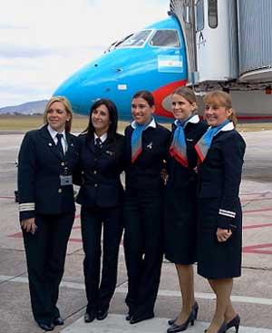 Resultado de imagen de imagen de tripulantes de cabina solo mujeres en un avión