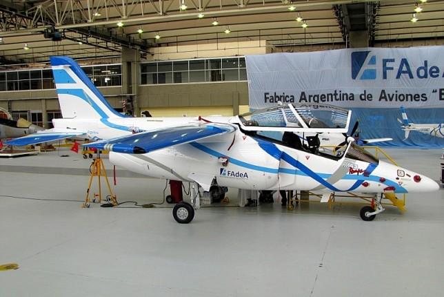 El E-823, futuro primer Pampa III de serie (foto: Diego Rojo).