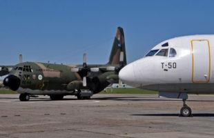 Hercules y Fokker F-28, dos iconos del transporte aéreo militar argentino (foto: Esteban Brea).