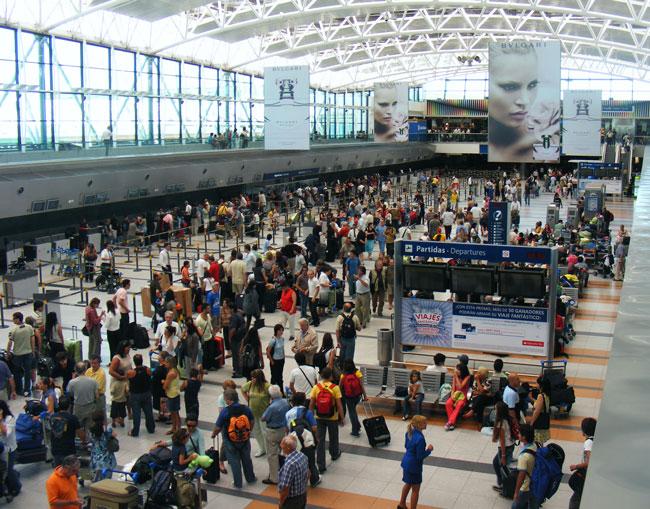 La nueva terminal A de Ezeiza, lo más espectacular que construyó AA2000, es un símbolo de la privatización de los aeropuertos (foto Pablo Luciano Potenze).