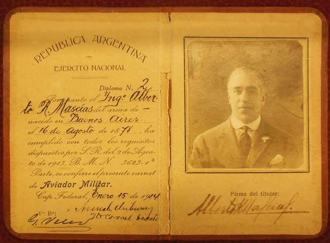 El diploma de aviador militar número 2 fue extendido a nombre del ingeniero Alberto A. Mascías, que era civil, aunque era instructor en la Escuela de Aviación Militar a partir de lo acordado con el Aero Club Argentino (foto archivo Pablo Luciano Potenze).